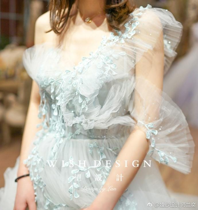 查看《莉吉雅新娘》原图,原图尺寸:690x731
