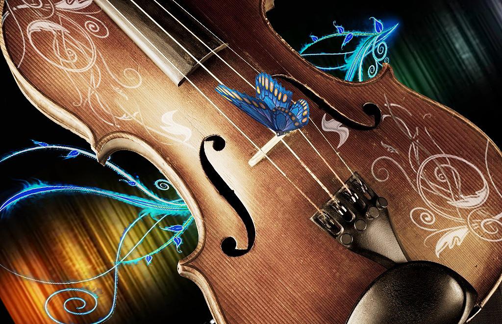 一把复古的小提琴,躺在流光之中,蝴蝶落在图片