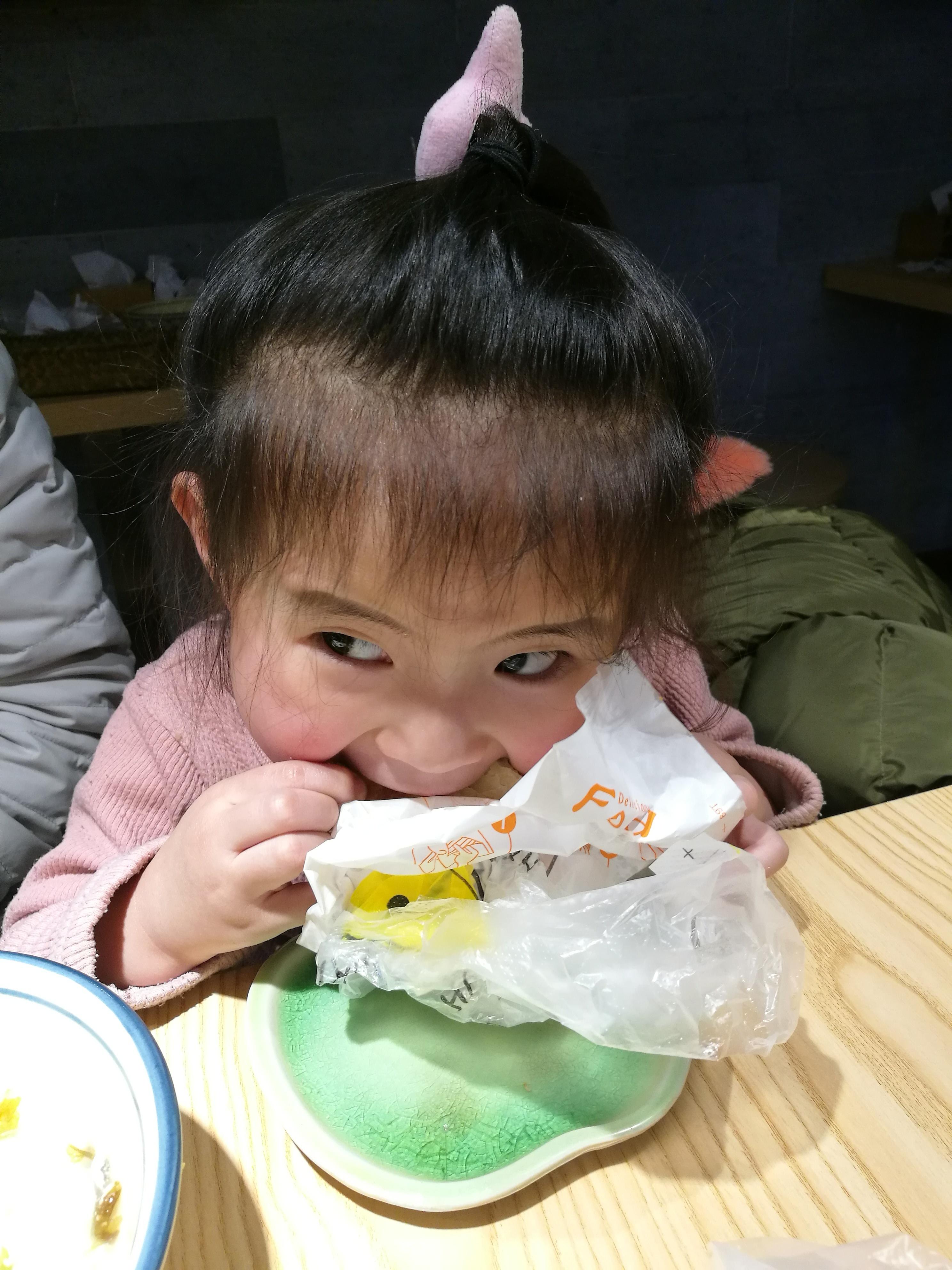 小孩吃�9���Y_儿童 孩子 小孩 2976_3968 竖版 竖屏