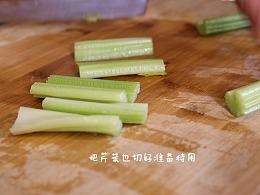 食养频道创意水果 第十九季 芹菜黄瓜雪梨汁