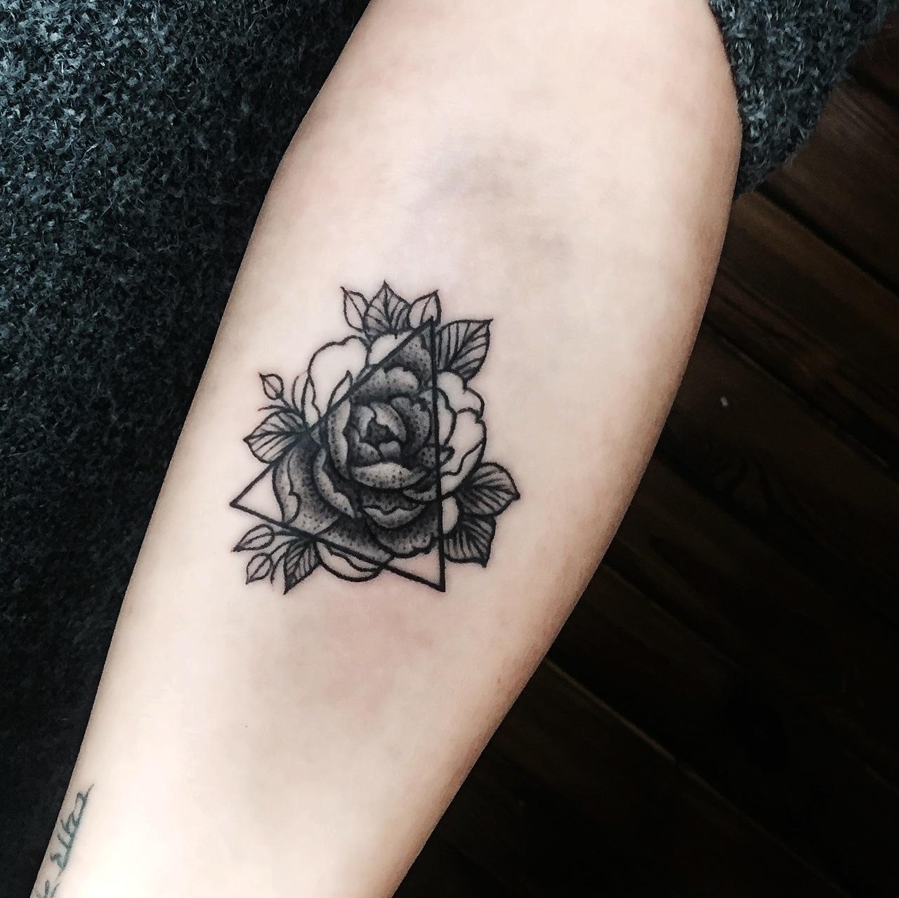 点刺纹身花朵