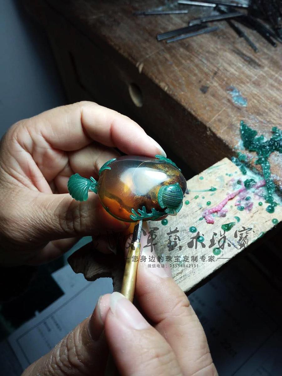 查看《代波军艺术珠宝定制-----琥珀中的海洋世界作品欣赏》原图,原图尺寸:960x1280