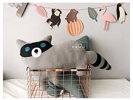 手工小浣熊抱枕