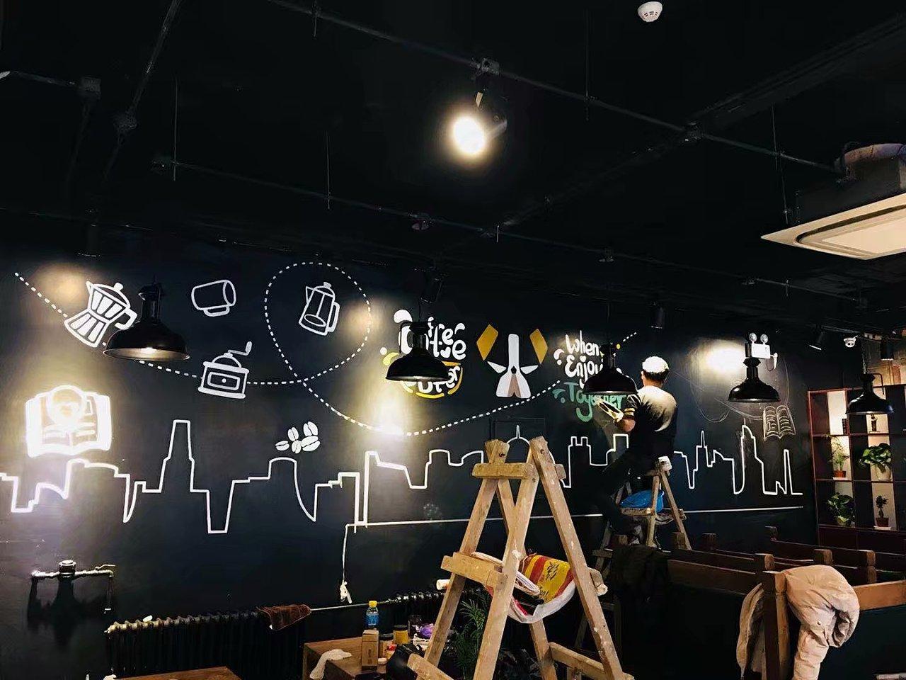 北京工商大学校内咖啡厅墙绘图片