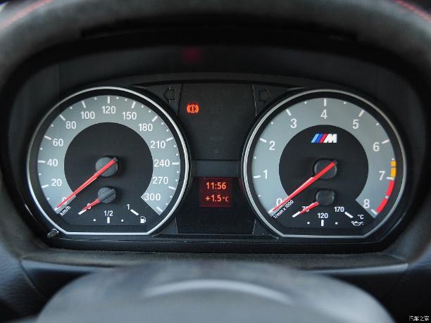 汽车仪表盘设计了解下图片