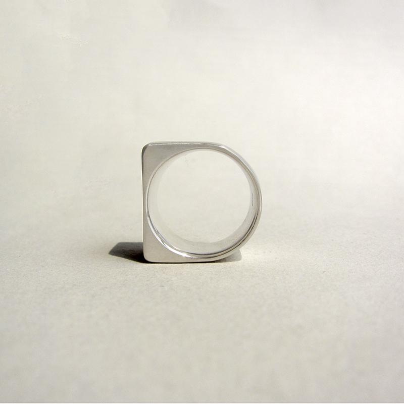 【s】925银 正方形四角,方形半弧宽边亚光戒指