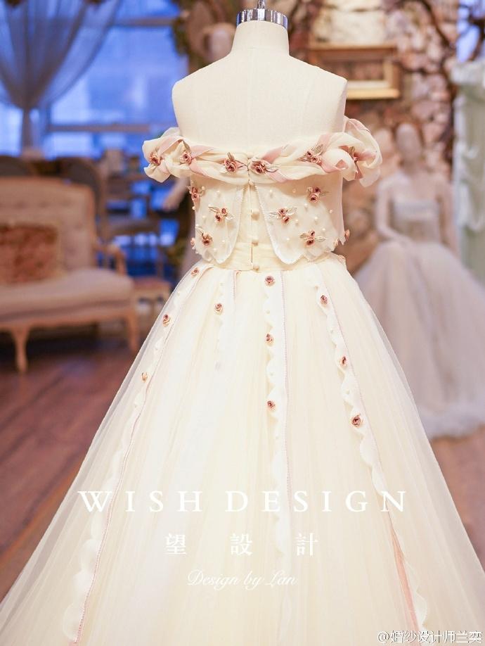 查看《婚纱也可以很少女,兰奕的小玫瑰》原图,原图尺寸:690x918