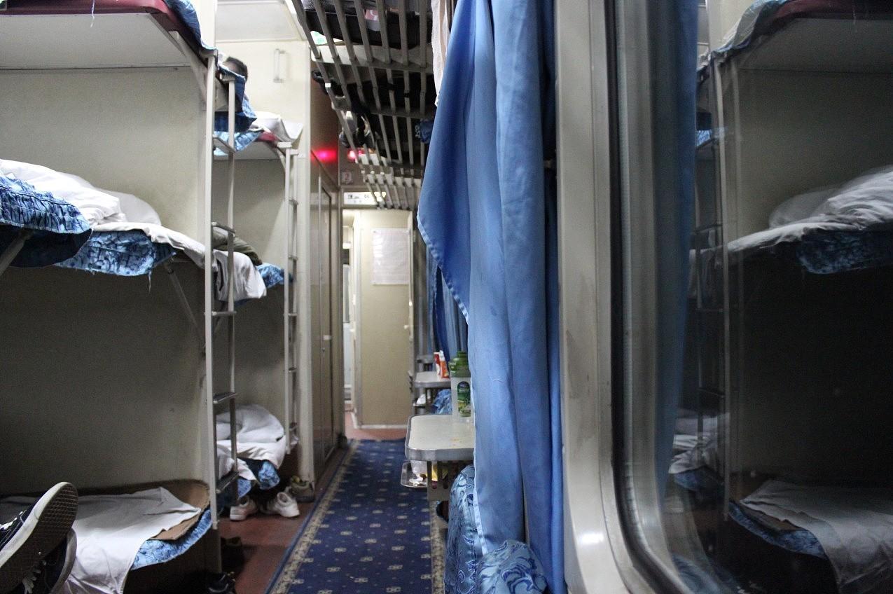 火车卧铺图片硬卧