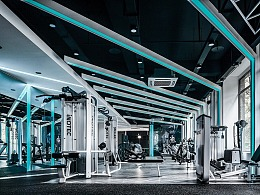 霓虹之下的空间律动-M&A健身工作室