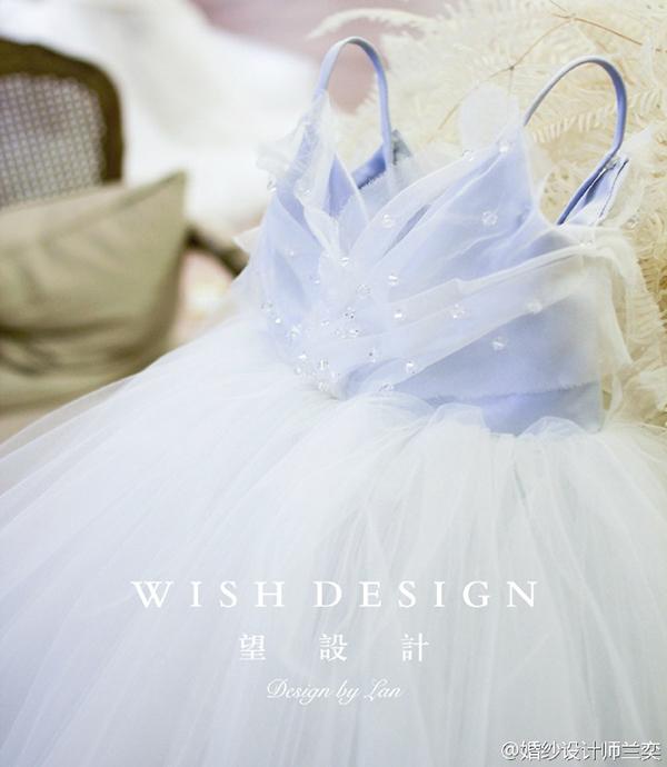 查看《蓝色蝴蝶婚纱》原图,原图尺寸:600x690
