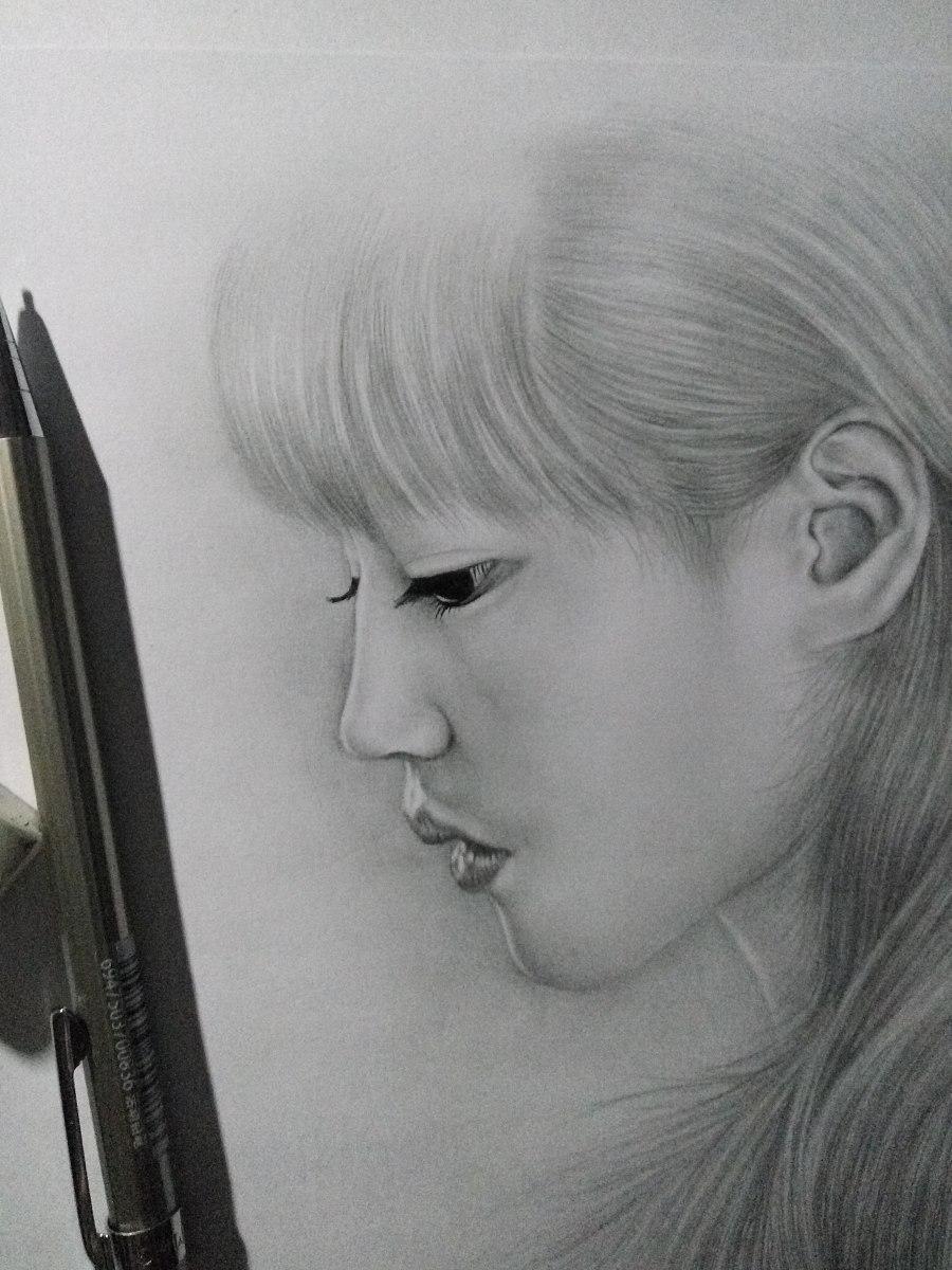 素描少女铅笔