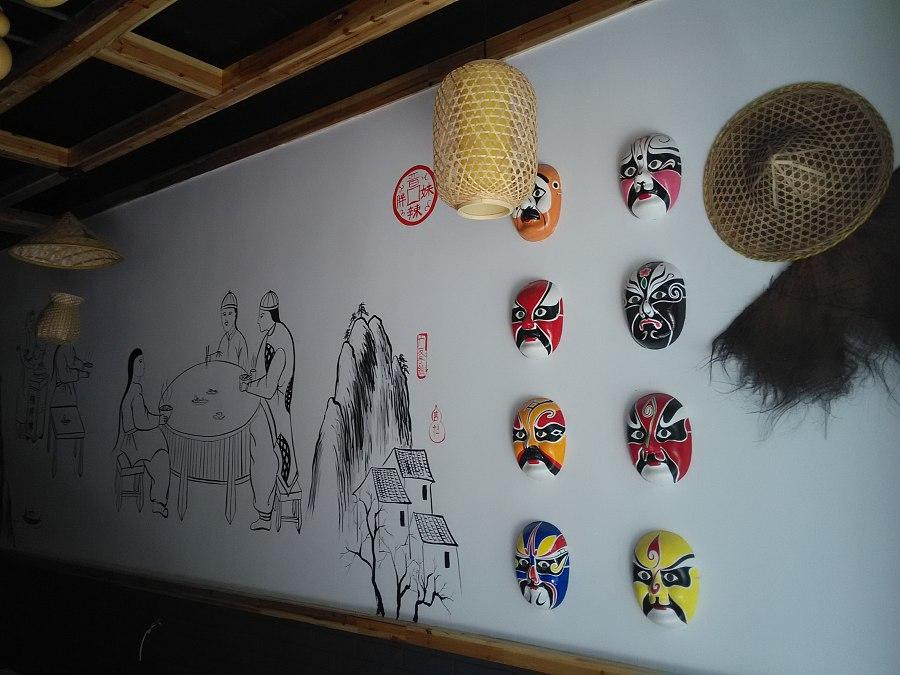 太原餐厅墙画 太原重庆小面饭店彩绘墙 太原手绘墙 饭店装修墙绘,非常流行的手绘墙面开始走进现实,带给人们全新的家居设计理念,家里的墙有地方时间长了脏了怎么办,可以通过手绘给您美化,想通过画把家里的风水调整,也可以通过手绘来表现,还有想给家里的宝宝通过墙画来做个家庭幼儿园的,手绘是现在最流行的最环保的没有任何污染的墙画