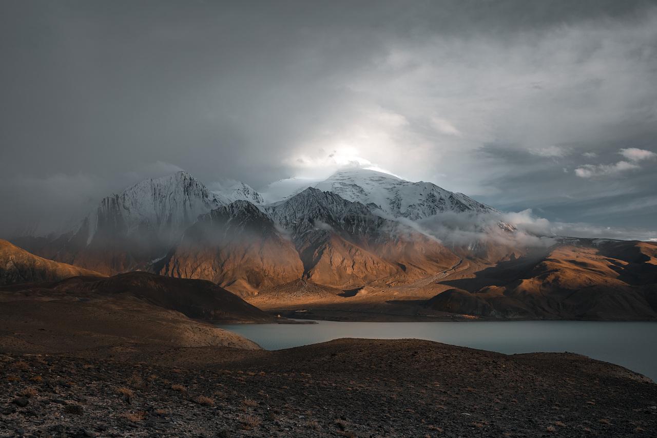 西昆仑山脉第二高峰——公格尔九别峰