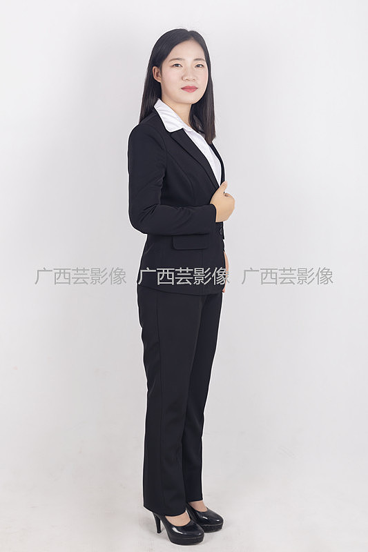 南宁大学毕业生求职照正装证件照正装全身照拍摄