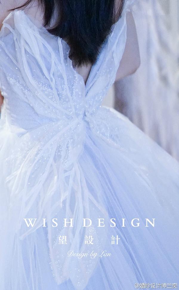 查看《蓝色蝴蝶婚纱》原图,原图尺寸:600x968