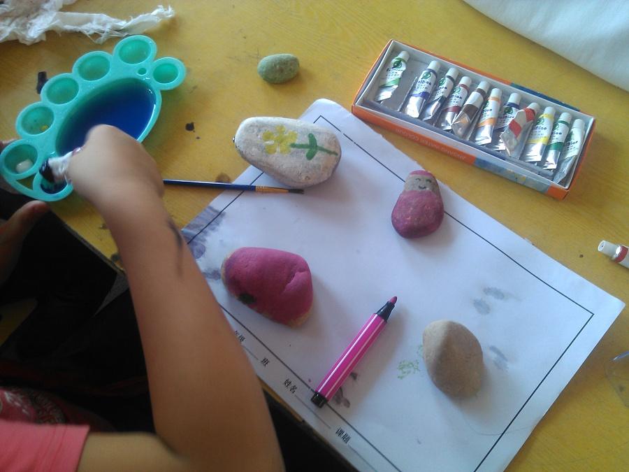 在亲城关学给三石头年级上《美丽的小学》|墙石泉县民小学生图片
