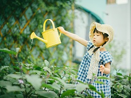 初夏的午后,花园里的你