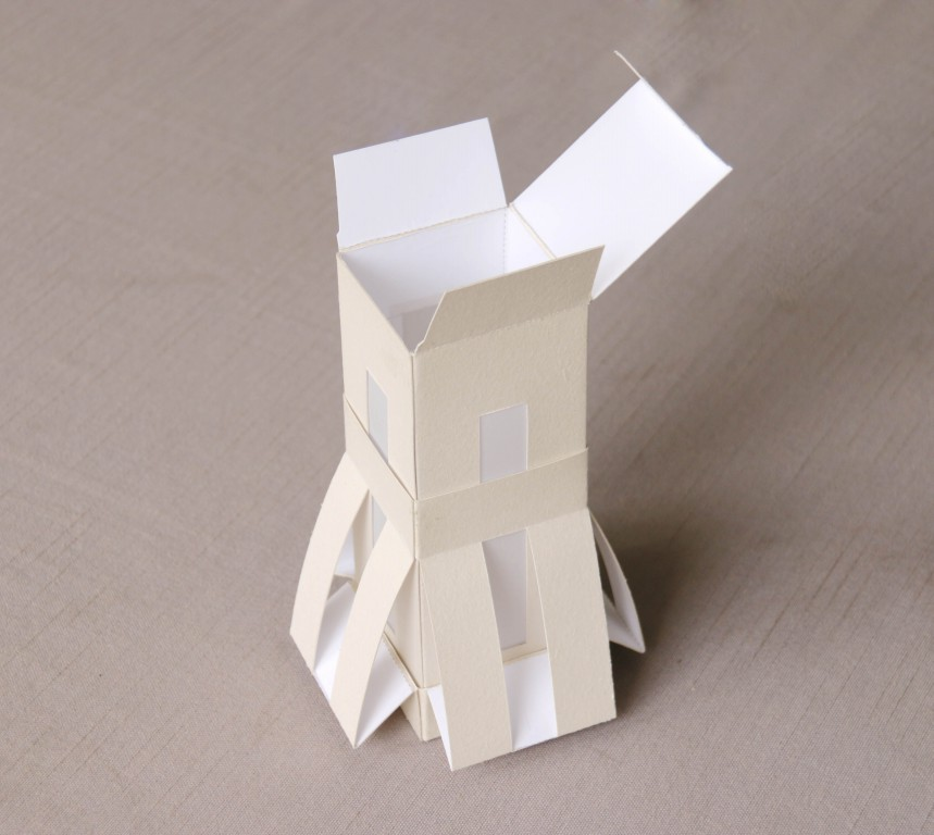 作品主题是潮州文化,潮州八景是潮州文化的象征,对在外的潮人来说是一种精神寄托。于是我便有了把八景融入到包装结构里的想法,要把景物做成包装纸盒是十分不易的,起初是困难重重,但经过不断的提炼景物特点、特色,简化、调整,最终呈现的就是您眼前的这些造型独特、富有文化韵味的潮州八景系列包装盒。包装均为一纸成型,镂空部分结合硫酸纸。此套包装为潮州特产的载体,潮州的美食文化也是远近驰名的,包装的特产有,橄榄、凤凰老姜茶、腐乳饼、龙湖酥糖、豆斑,涝饼、橄榄菜、肉脯。两大文化相结合将更好的弘扬、推广潮州文化, 所以我将这套