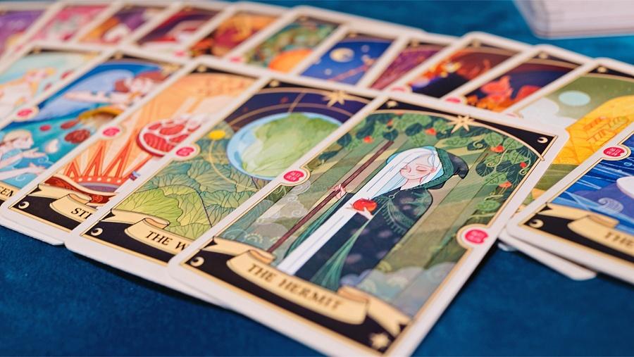 查看《每日优鲜:天机妙算的塔罗牌游戏》原图,原图尺寸:2048x1153