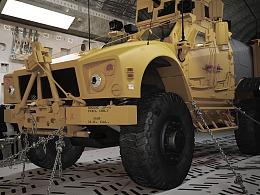 Oshkosh M-ATV带运输仓