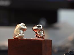 化身为纯银的迷路旅行蛙,带你走进工作室