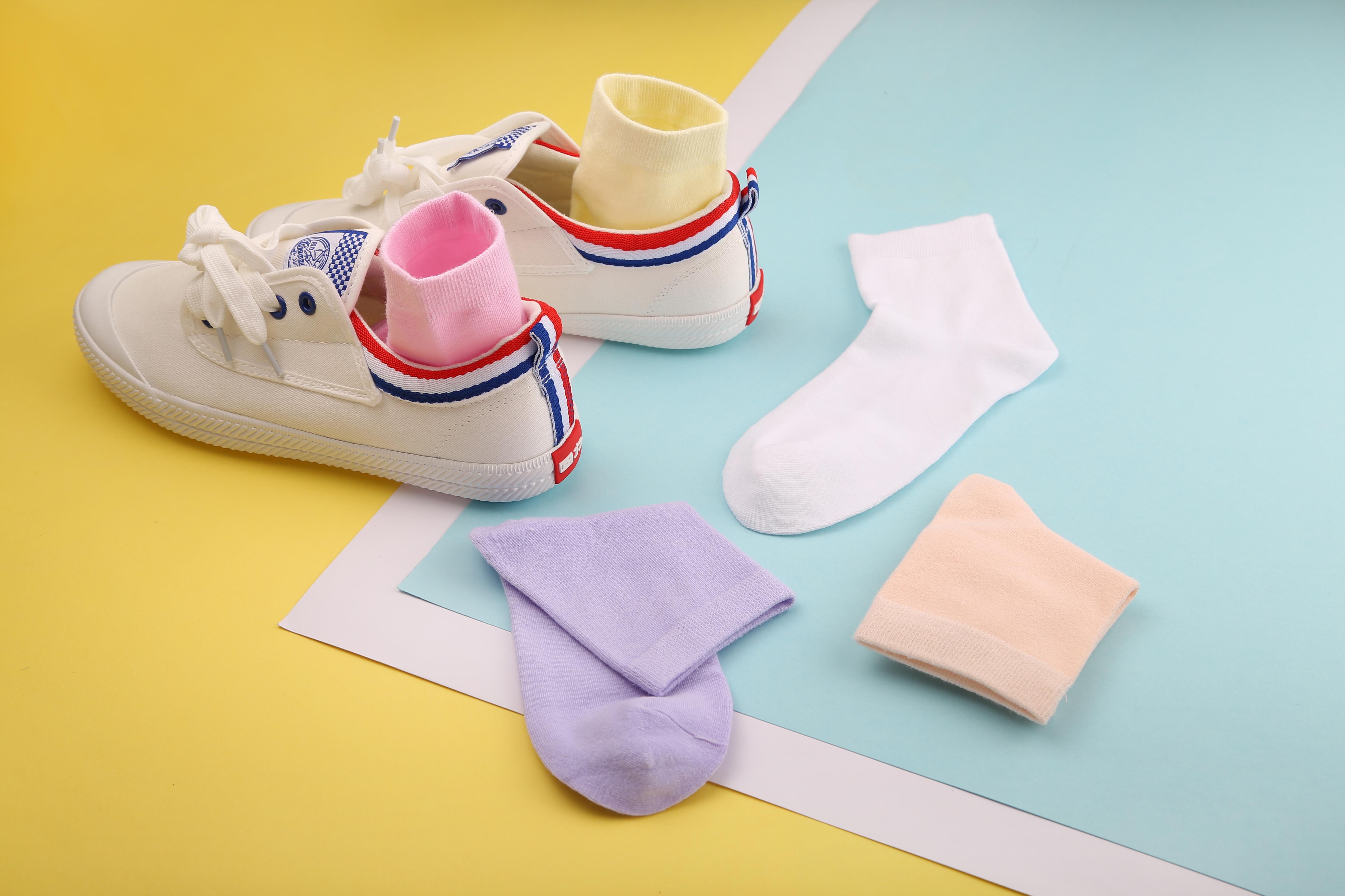 袜子 产品 静物拍摄 生活用品 撞色 可爱 创意图片