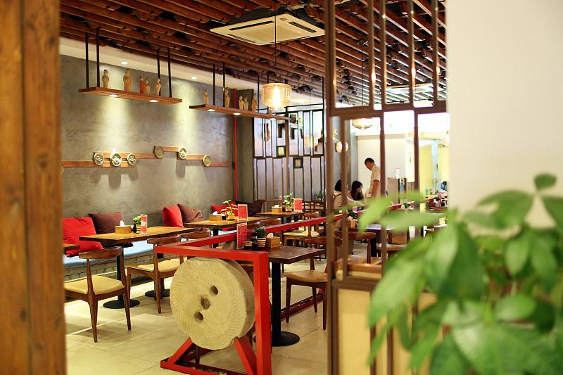 青岛餐厅设计装饰——秦岛人家-艺科作品