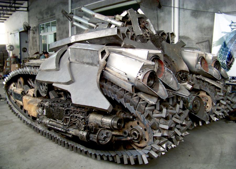 查看《铁的传奇为关注我们的朋友奉上新年大餐:4.5米长3.2米宽2.5米高的威震天坦克》原图,原图尺寸:945x677