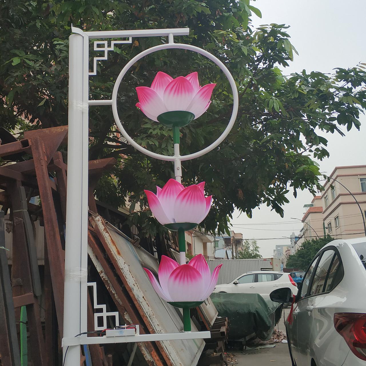 路灯杆发光荷花灯