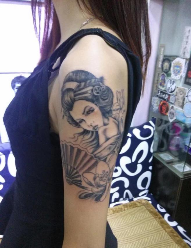传统唯美艺伎纹身