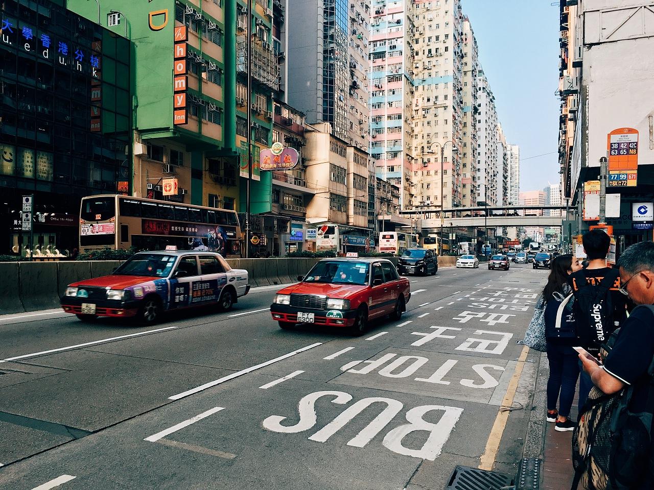 深圳 香港经济总量对比_香港经济现状对比图