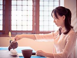 无事偶来成独坐,落花风度煮茶声。