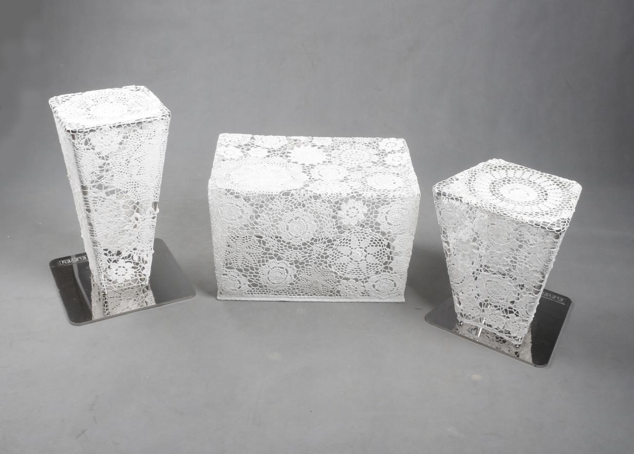 手工编织出座椅造型 再使用树脂材料进行定型 创作出这款艺术休闲桌凳