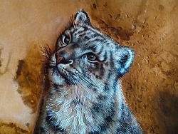 孟璐璐手工皮雕——雪豹系列作品之一《望山》