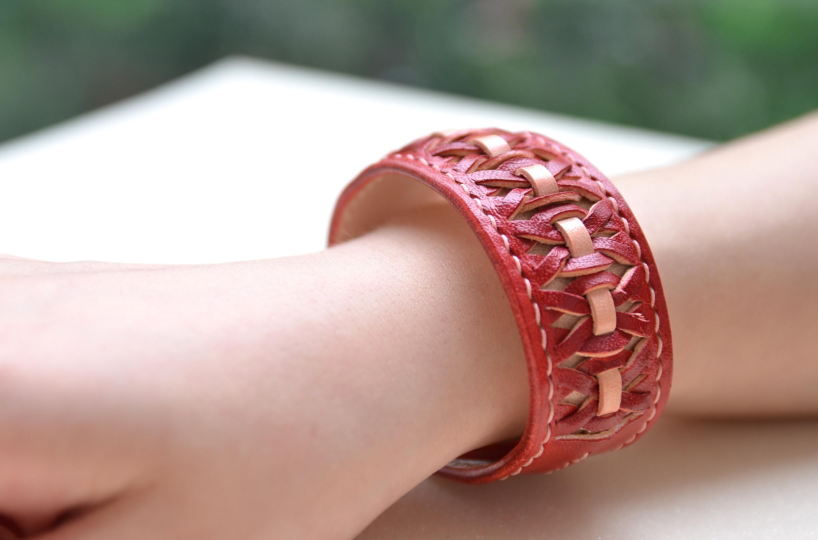 手工编织彩色皮手环