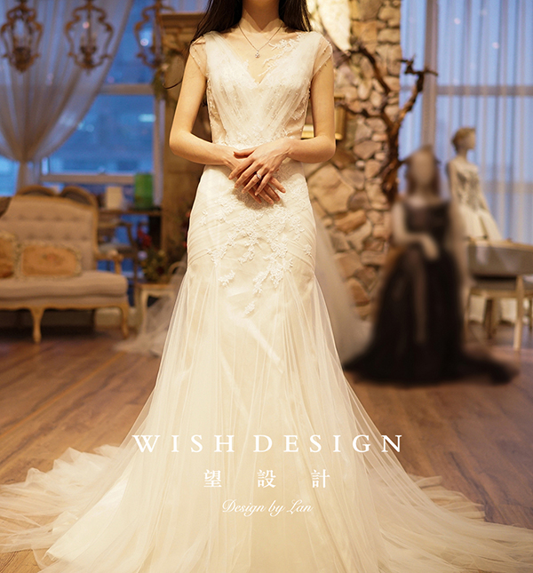 查看《Julievin 鱼尾A型两穿婚纱礼服》原图,原图尺寸:600x645