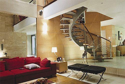 客厅楼梯装修已经不是原本简单上楼梯的