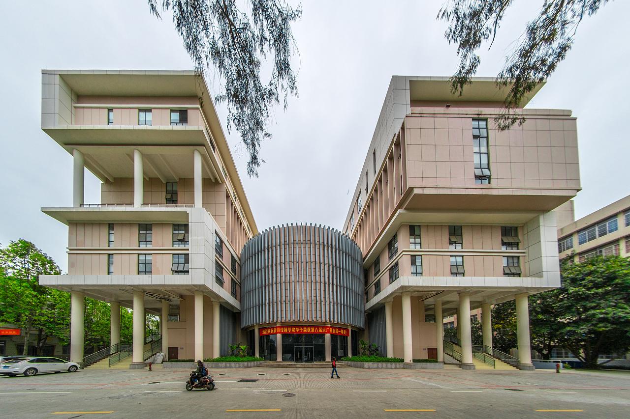 艺术学院官网_这张现在是广西大学官网,艺术学院的,主图