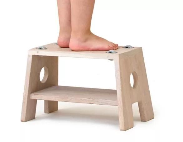 小板凳搭配小桌子,创造学习玩耍的小空间,沉淀孩子们最快乐的时光.图片