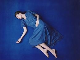 她坠入的蓝