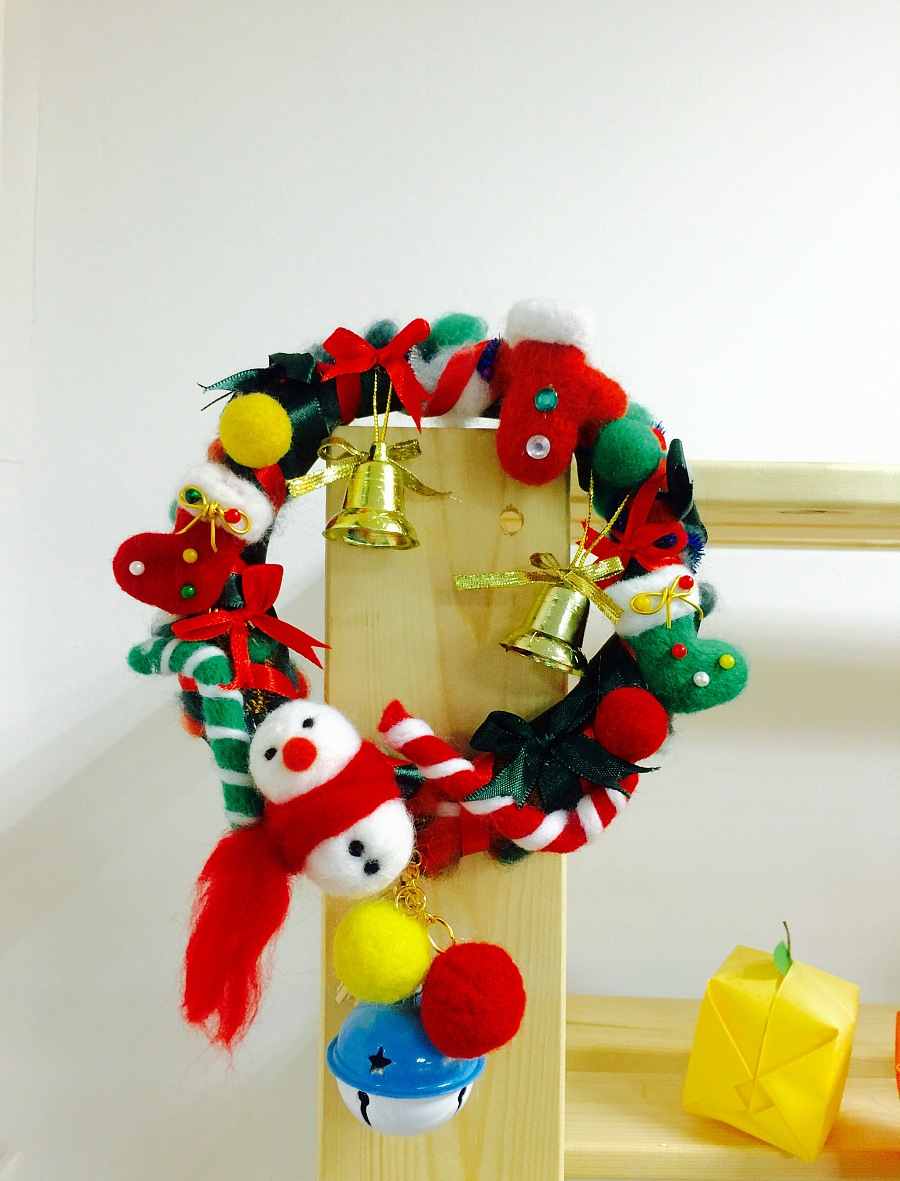 迟来的一波手工圣诞编织花环!