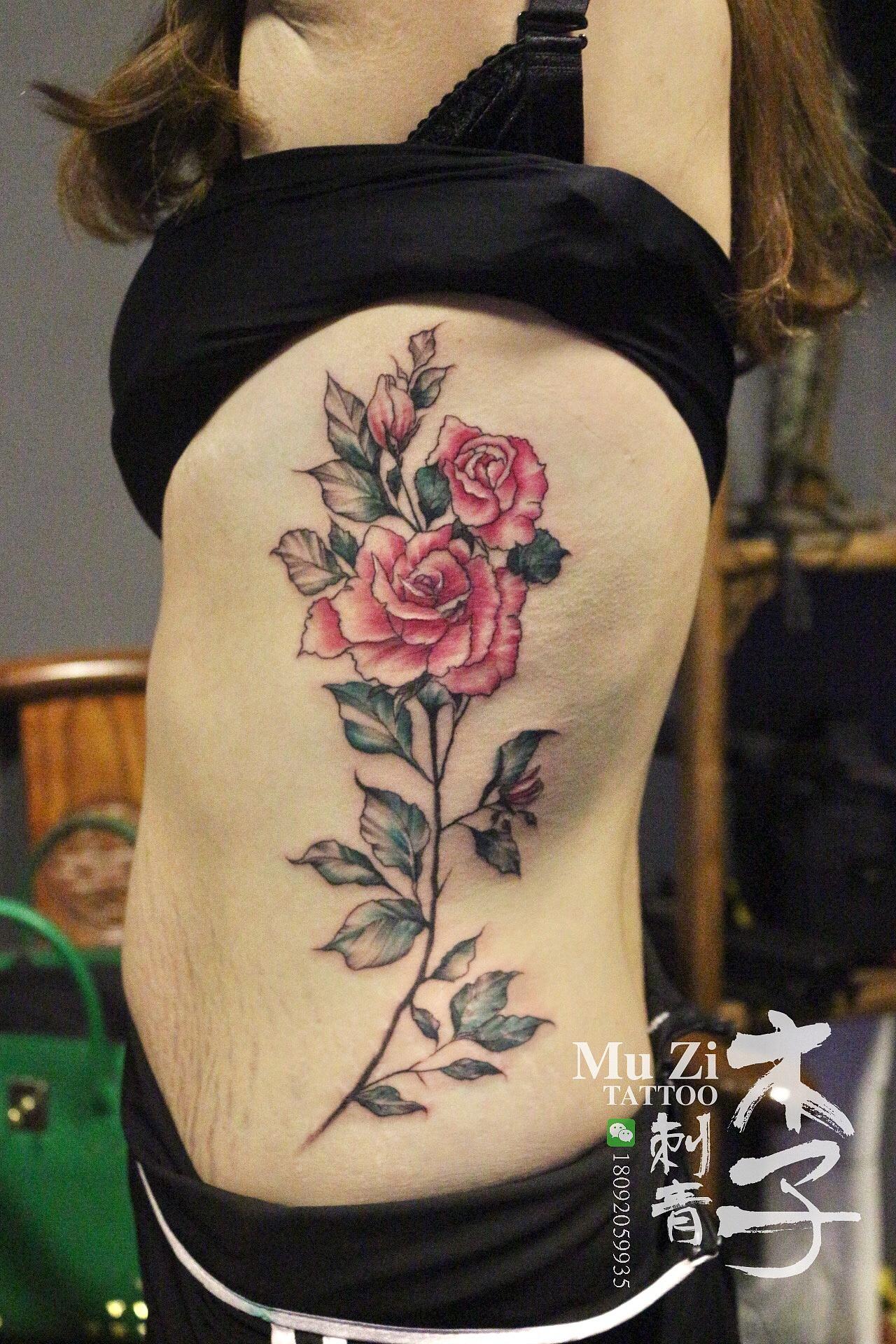 西安木子刺青纹身作品展示美女侧腰花纹身