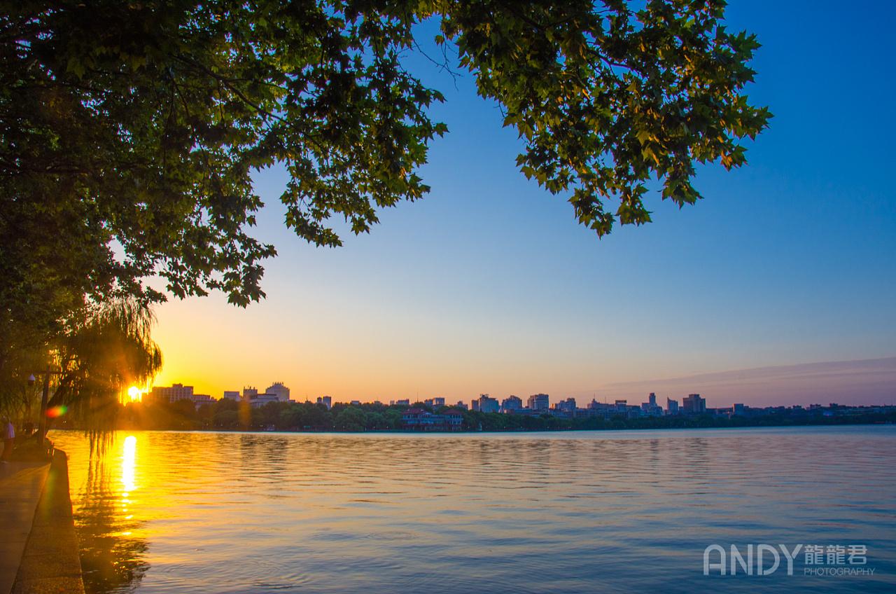 等待日出 g20前夕,安静的北山街 断桥看日出(……少了个人) 回眸保叔