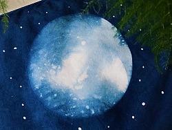 染一枚月亮庆中秋。