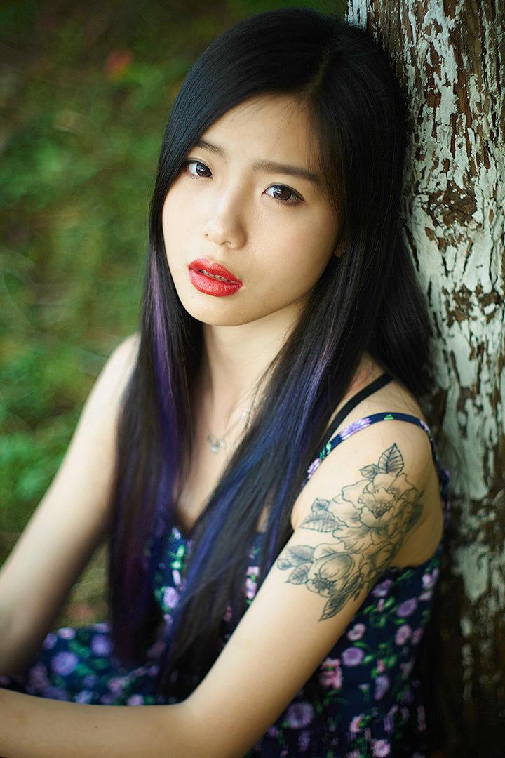 纹身的女孩图片