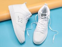 特步滑板鞋