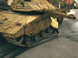 洗坦克的小男孩