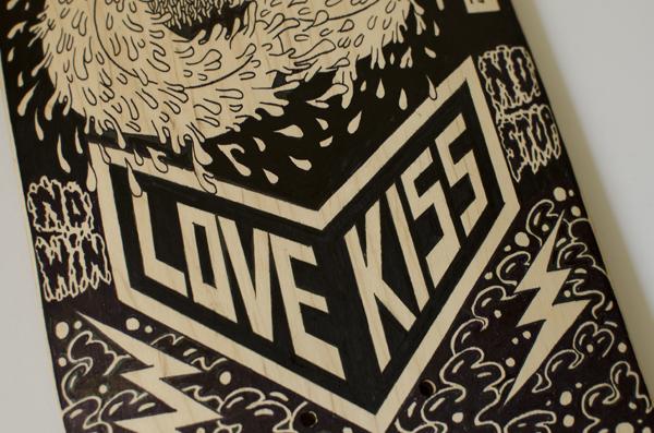 查看《纯手绘滑板插画-LOVEKISS》原图,原图尺寸:600x397