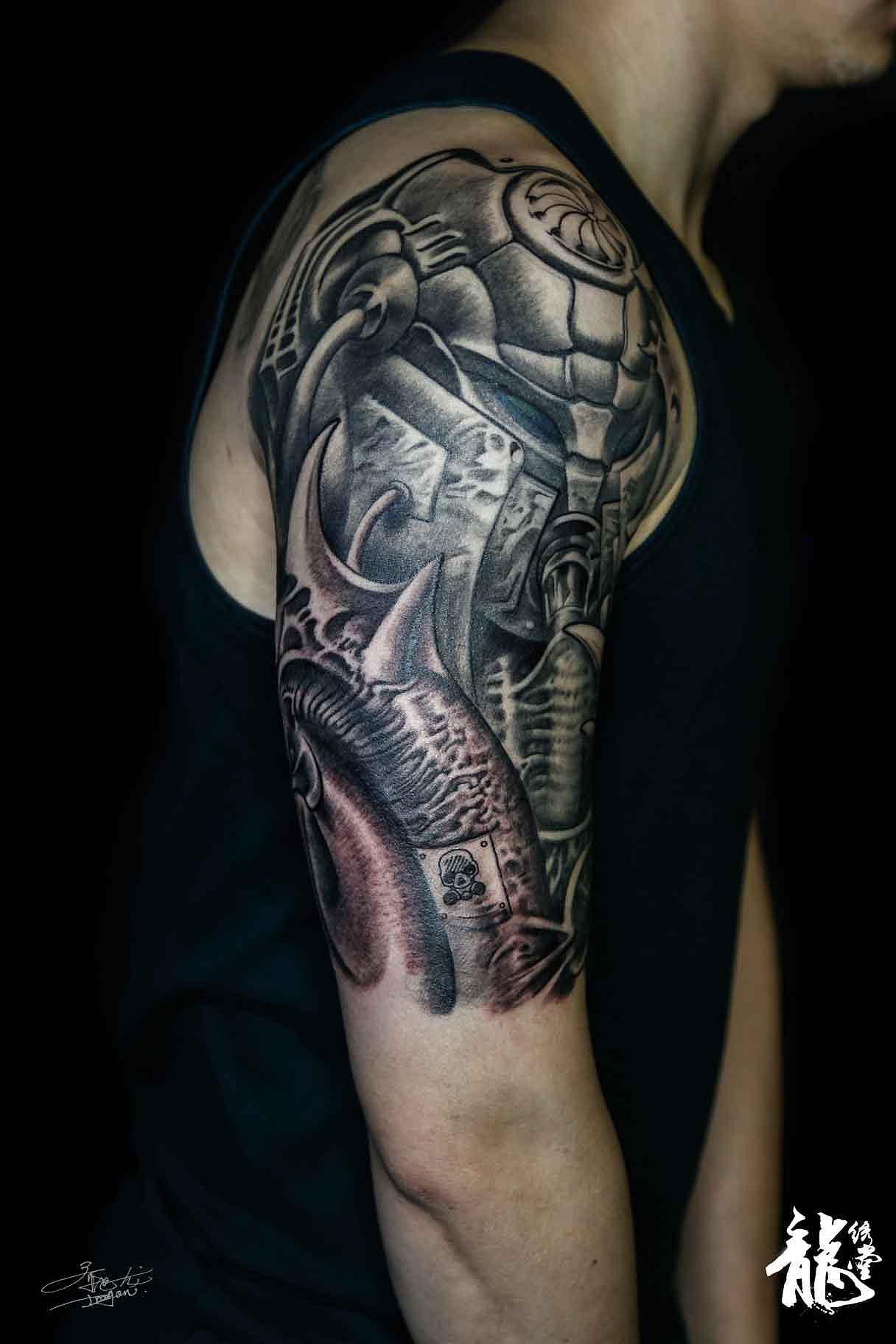 大臂欧美生物系列风格黑灰纹身