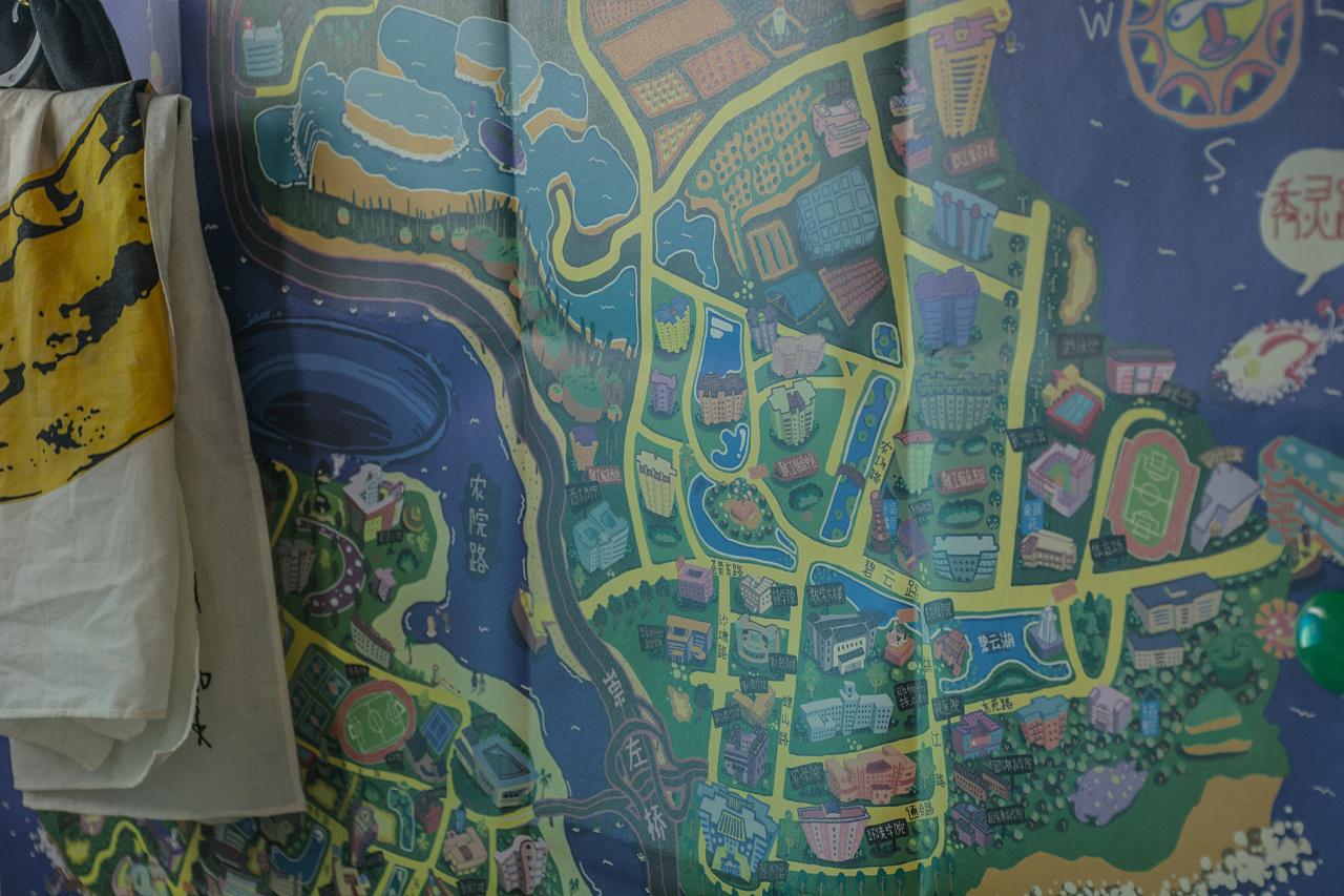联合出品——广西大学手绘大地图  目前在广西大学校园文化创意馆销售
